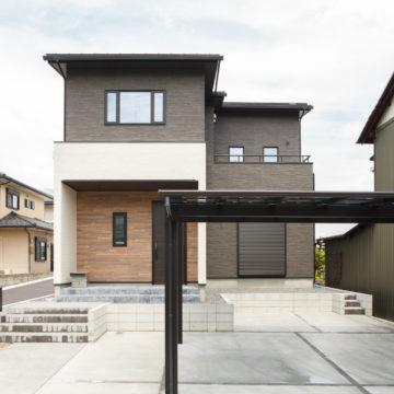 多治見市 2つの巨大吹抜けと表庭・中庭・裏庭もある家 施工実例を追加致しました