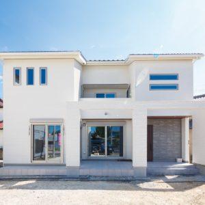 関市|K様邸|新築・注文住宅|広々タイルデッキとオリジナル階段のある家