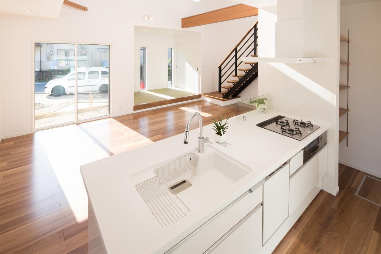 白を基調とした家