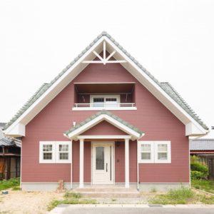 土岐市 M様邸 「ログハウス風~内観パイン材で仕上げたこだわりの邸宅」 施工実例を追加致しました