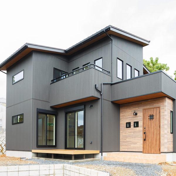 土岐市肥田町 T様邸 「白い吹抜けとスリット階段が映えるナチュラルテイストの家」 施工実例を追加致しました