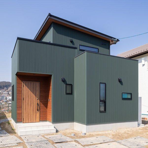 中津川市|T様邸|新築・注文住宅|レッドシダーの映える緑ガルバの邸宅
