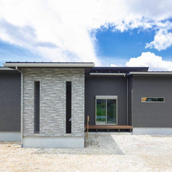 瑞浪市土岐町 M様邸 「1.5階のロフトとペットスペースのある平屋の家」 施工実例を追加致しました
