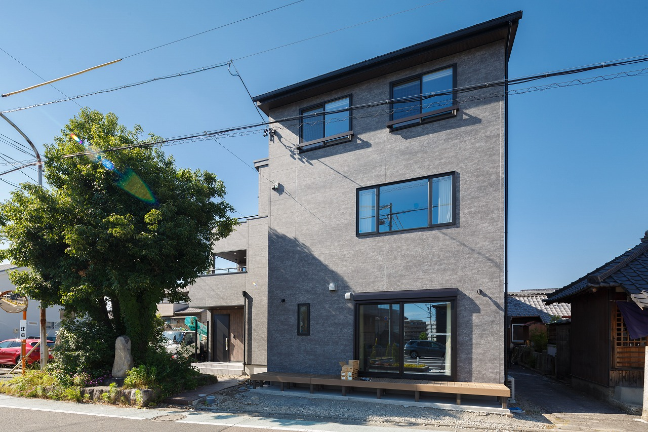多治見市精華町 テクノストラクチャーでつくる3階建ての二世帯住宅 施工実例を追加致しました