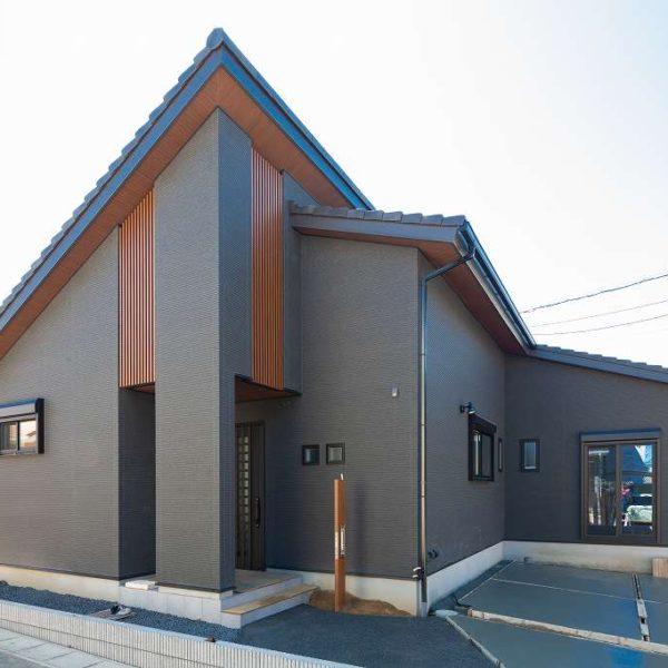 勾配天井とロフトのある平屋の家 施工実例を追加致しました
