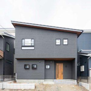 土岐市肥田町 おしゃレトロ~Caféデザインの家 施工実例を追加致しました ◉見どころはとコンクリートレンガのアイアン手摺りのスリット階段です