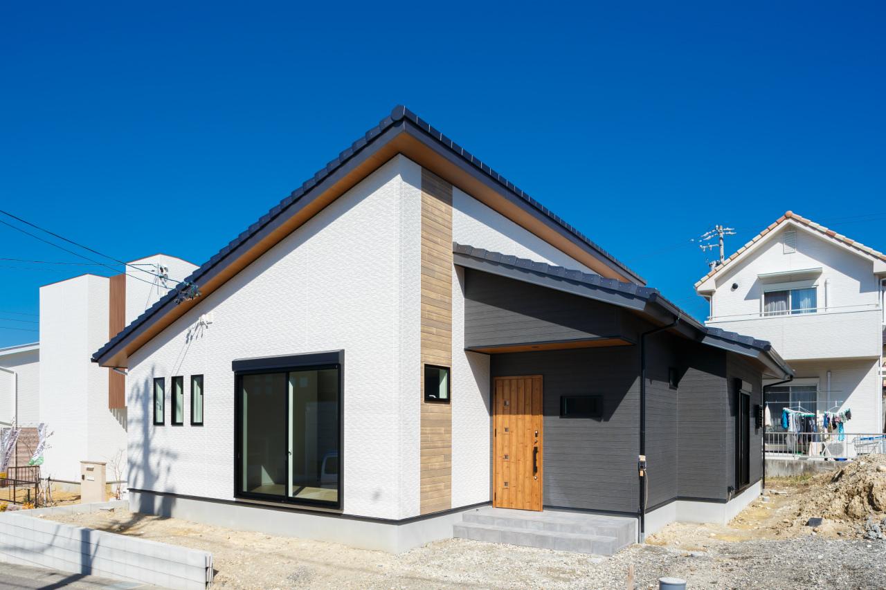 土岐市下石陶史台 勾配天井のある平屋住宅 施工実例を追加致しました