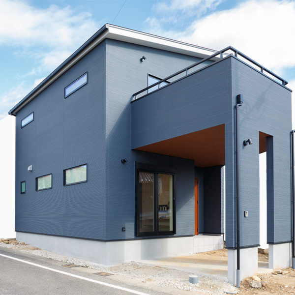 土岐市|I様邸|新築・注文住宅|ブルーのアクセントカラーが映えるオトナ可愛い家